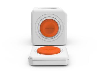 Spínaná zásuvka PowerCube Remote s vypínačem a jedním tlačítkem na vše