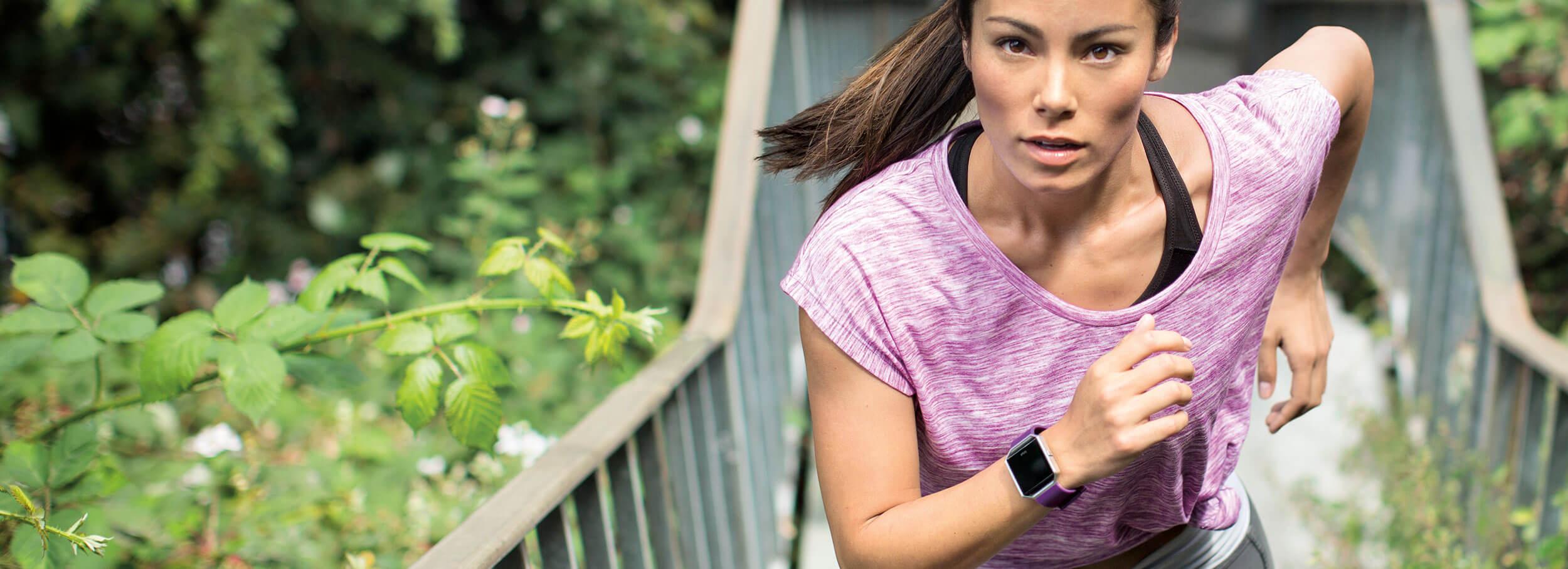Fitness náramek pro sledování aktivit, notifikací a tepu Fitbit Blaze