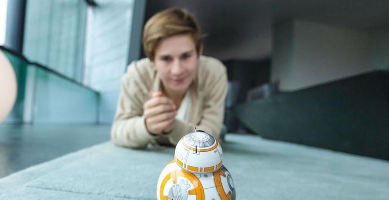 Droid Sphero BB-8 ovládaný hlasem