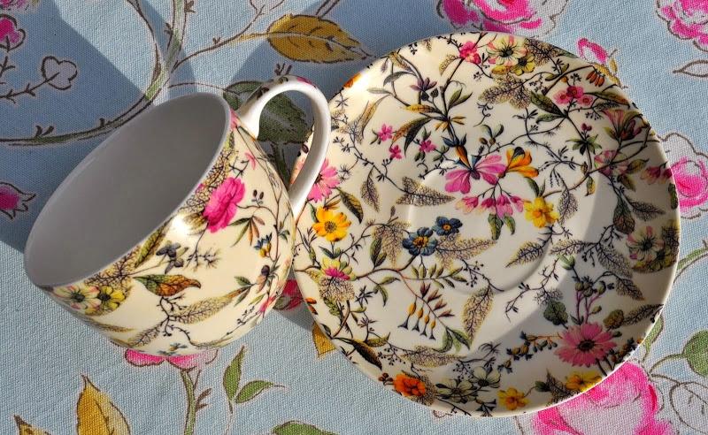 Sada šálku s podšálkem z kolekce William Kilburn s Summer Blossom