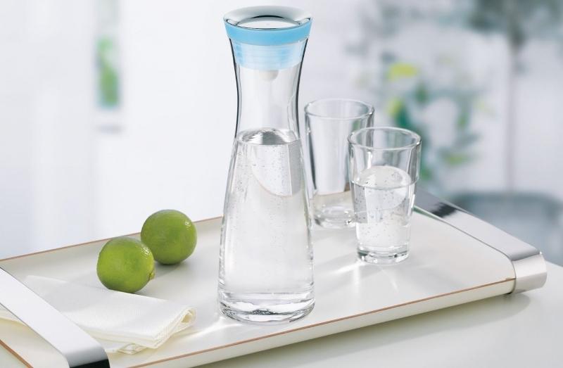 Karafa na vodu a nápoje WMF Basic modrá