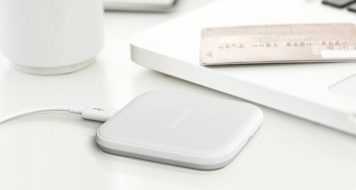 Bezdrátová nabíjecí podložka Samsung EP-PA510BWE v kompaktním provedení