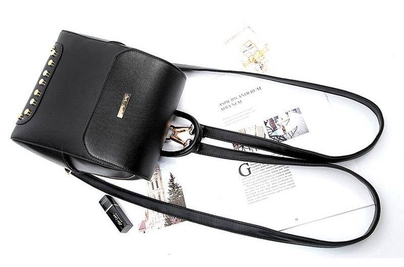 Dámský a studentský batoh PL108 ve stylovém a decentním vzhledu e33d12e45c