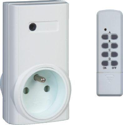 Dálkově ovládaná zásuvka + 4kanálový dálkový ovladač