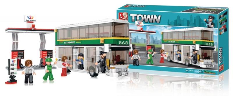 Stavebnice Sluban Town Dvoupatrový autobus s čerpací stanicí, 403 dílků